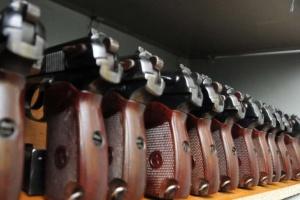 У Авакова - категорично проти послаблення обігу короткоствольної зброї
