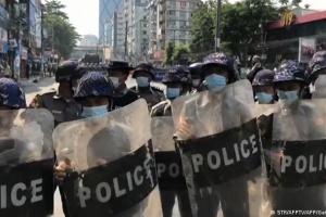 Влада М'янми забрала ліцензії у п'ятьох незалежних мовників, які висвітлювали протести