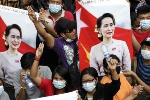Военные Мьянмы отзывают сотни сотрудников диппредставительств