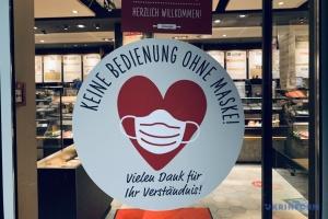 Німеччина послабила обмеження для вакцинованих - але з маскою і документом