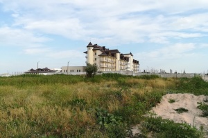 Клинику-долгострой на Арабатской Стрелке планируют включить в «Большое строительство»