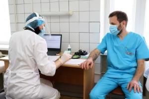 COVID-вакцинация стартовала еще в двух областях