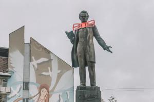 К 150-летию Леси Украинки на памятники в Дрогобыче надели галстуки