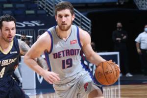 НБА: «Детройт» Михайлюка уступил «Нью-Орлеану»
