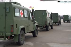 Латвія передала українським військовим медичні автомобілі