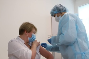 30 health workers in Kyiv already vaccinated against COVID-19