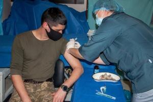 В районе проведения ООС стартовала COVID-вакцинация