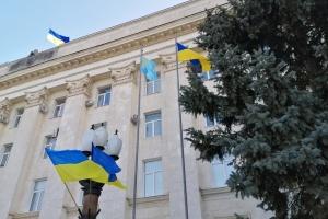 В Херсоне торжественно подняли крымскотатарский флаг