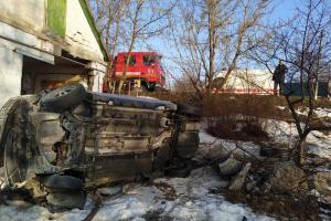 Auto kracht gegen Haus in Region Dnipropetrowsk: Fünf Personen verletzt