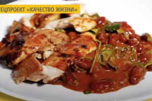 Куриные бедра барбекю с фасолью от бренд-шефа МХП Алекса Юсупова