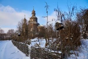 Легендарну церкву XVIII століття на Чернігівщині заливає дощами й засипає снігом