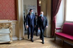 Kuleba: Francia dispuesta a participar en la cumbre de la Plataforma de Crimea