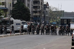 Протесты в Мьянме: против демонстрантов применили резиновые пули и светошумовые гранаты