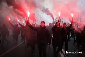 Учасники акції на захист Стерненка з фаєрами вирушили до Офісу генпрокурора