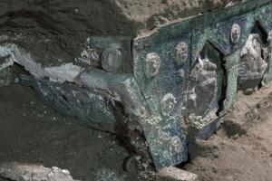 У Помпеях знайшли візок для урочистих церемоній I століття