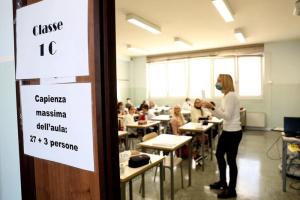 Италия усиливает карантин: ограничивают поездки, школы переводят на «дистанционку»