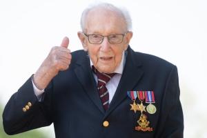 Британія попрощалася з ветераном-благодійником, який зібрав мільйони фунтів для лікарів
