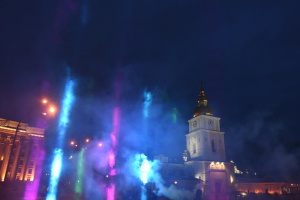 У центрі Києва створили світлову інсталяцію до Дня рідкісних хвороб