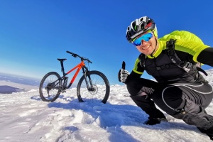 Франковец на велосипеде добрался до вершины Говерлы