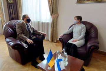 Ucrania interesada en cooperar con Finlandia para contrarrestar las amenazas híbridas