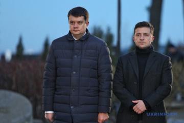 Los ucranianos confían más en Razumkov y Zelensky