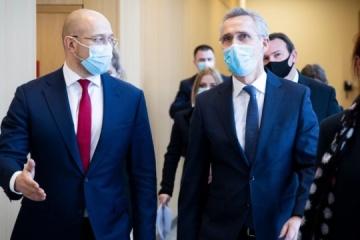 Stoltenberg an Schmyhal: Die Tür zur NATO steht für Ukraine offen