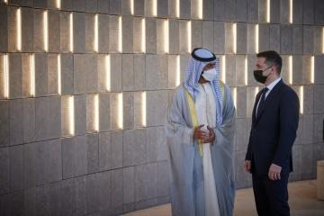 Zelensky visita la mezquita Sheikh Zayed, el Wahat Al Karama y el Louvre Abu Dabi