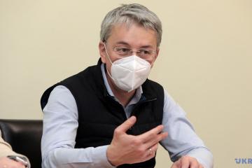 В Україні затвердять стратегію інформаційної реінтеграції Криму та ОРДЛО