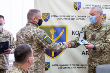 Nayev presents awards to participants in hostilities in other countries