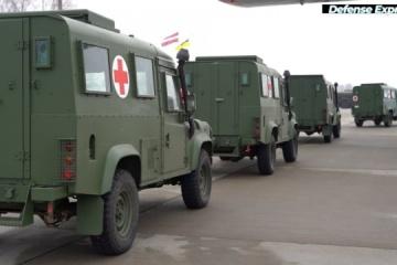 Los militares ucranianos obtienen vehículos médicos del gobierno de Letonia