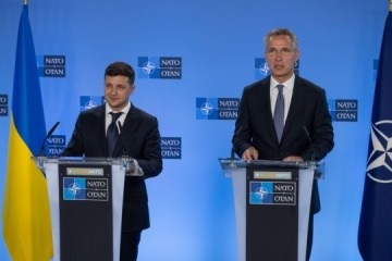 ゼレンシキー大統領、NATO事務総長と電話会談実施=大統領府公表