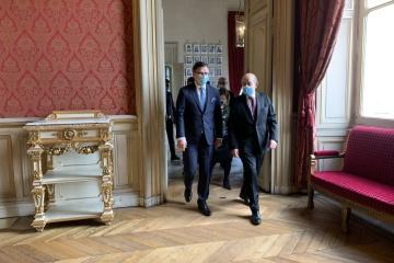 Frankreich bestätigt Teilnahme an Krim-Plattform - Außenminister Kuleba