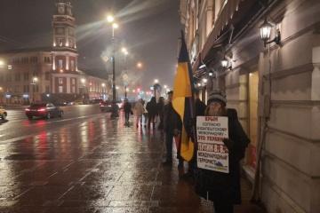 У Петербурзі провели поодинокі пікети на честь Дня опору окупації Криму