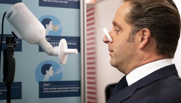 Нідерланди запускають експрес-тестування на COVID-19 за диханням