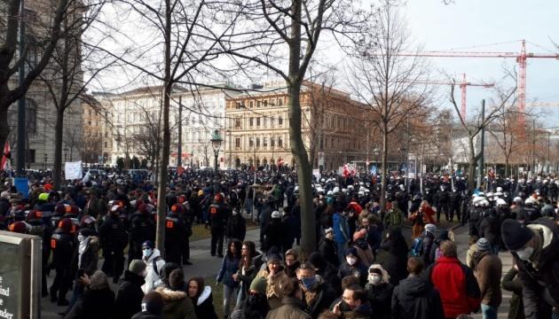 В Вене на протесты против карантина вышли 10 тысяч человек