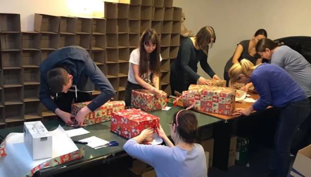 Акція «Свята без тата»: дітям українських героїв вручили 3650 подарунків
