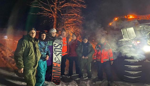 На Закарпатье в горах спасли пятерых туристов