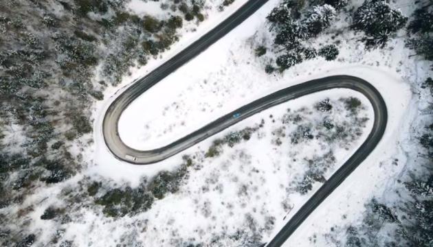 Закарпатские дорожники показали отремонтированные пути в горах для путешествий этой зимой