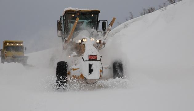 Снігопади в Туреччині заблокували більш як 300 населених пунктів