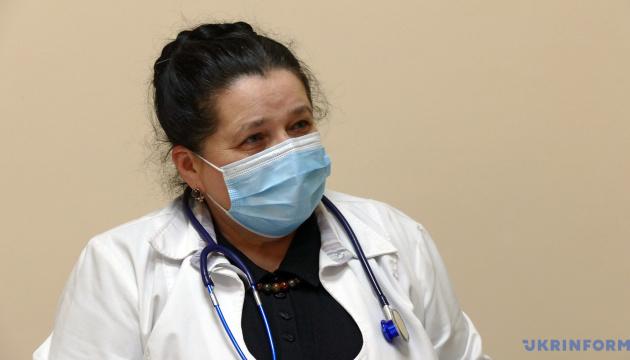 Вакцинацію треба починати не з медиків, а за медичними показниками – лікарка