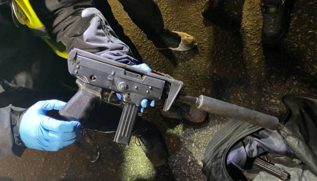 Стрілянина по авто у Києві: у затриманих вилучили зброю