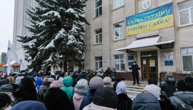 В Виннице протестуют несогласные с переходом районной больницы в подчинение городу
