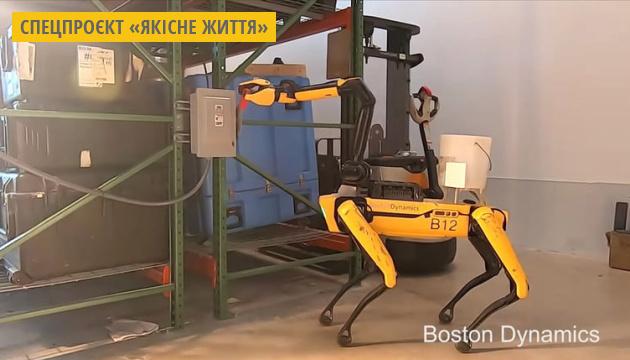 Робопсів Boston Dynamics навчили прибирати сміття