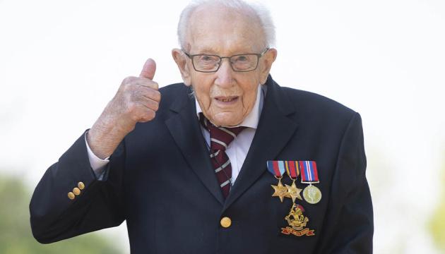 От коронавируса умер британский ветеран, собравший более £32 миллионов для врачей
