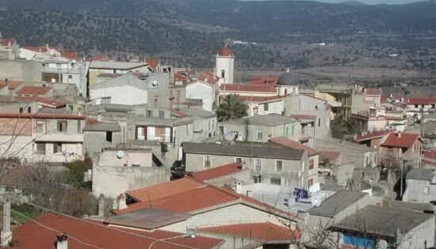 Жителям итальянского городка запретили болеть COVID-19