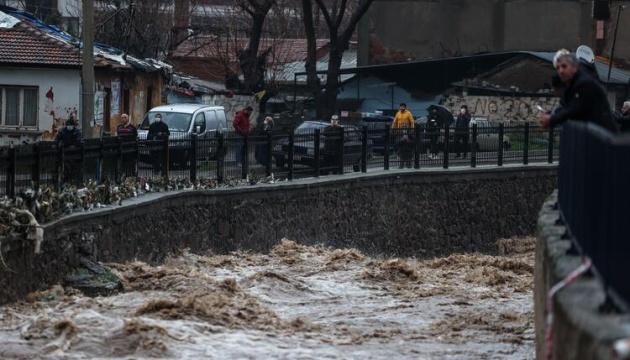 У турецькому Ізмірі - найбільші паводки за останні 26 років, є загиблі