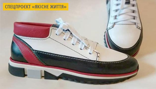 Художниця з Прикарпаття налагодила виробництво ексклюзивного взуття