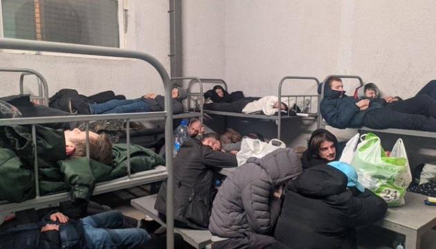 В Москве автозаки с арестованными часами стоят в очередях на морозе