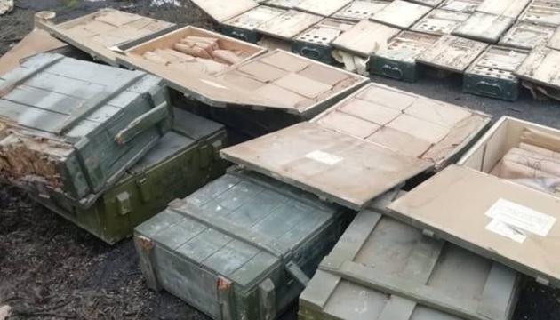Півтори тисячі гранат, 61 пістолет та 124 ящики патронів: у Маріуполі виявили схрон
