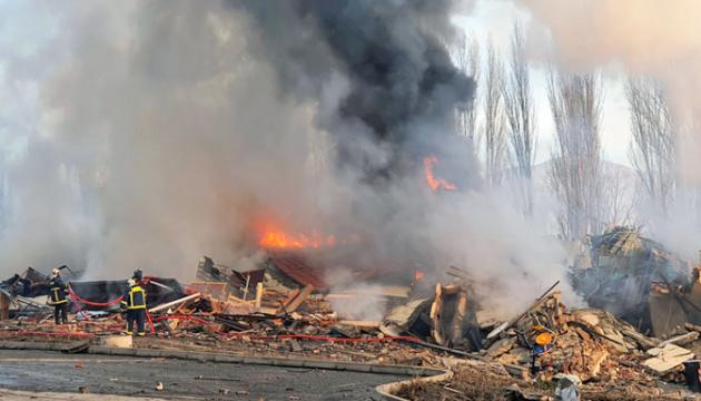 Вибух повністю знищив готель у Греції — уламки розлетілися на 80 метрів